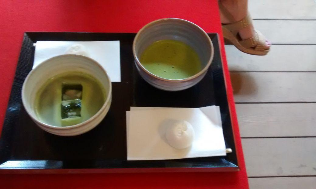 ④鶴ヶ城(お茶を頂きました.
