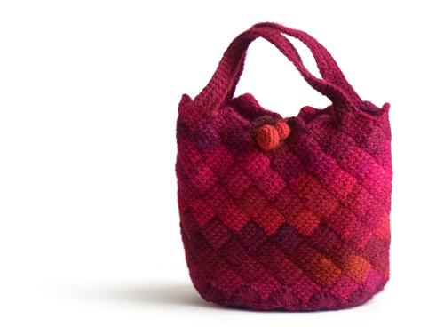 ブロックアフガンクロッシェの赤いバッグ