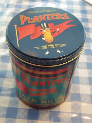 ミスターピーナッツ缶1