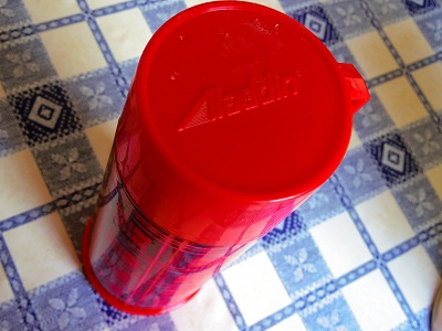 アラジン赤チェック水筒