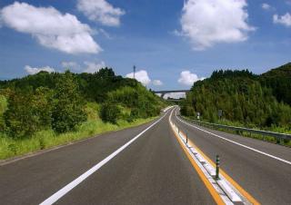 渋滞のない高速道路・・ 理想ですね。