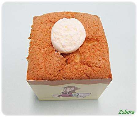 ローソンの四角いシフォンケーキ