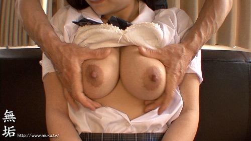 鶴田かな童顔巨乳Gカップおっぱい画像3a22.jpg