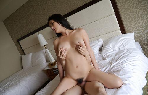 鶴田かな童顔巨乳Gカップおっぱい画像a36.jpg