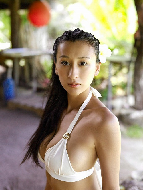 浅田舞Eカップ巨乳おっぱい画像