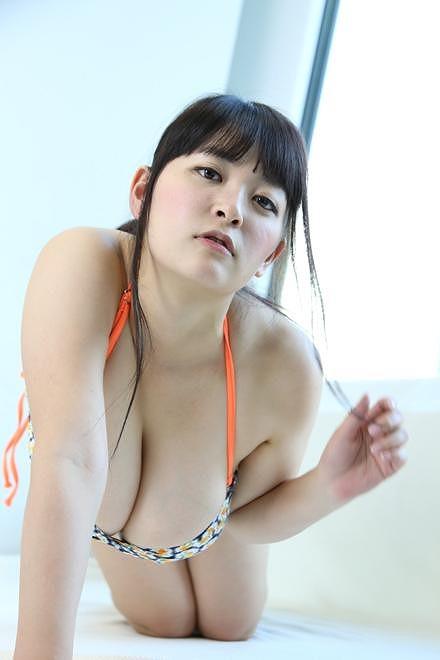 柳瀬早紀Iカップ爆乳おっぱい画像2b04
