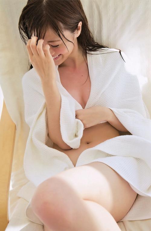 白石麻衣微乳水着おっぱい画像b09