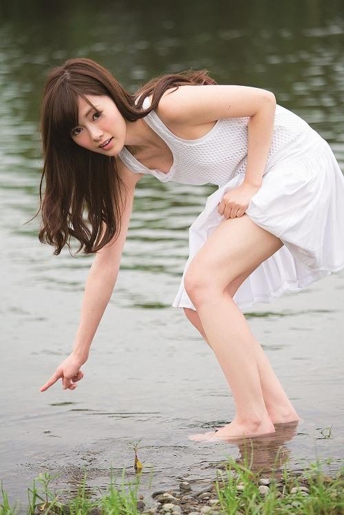白石麻衣微乳水着おっぱい画像b21