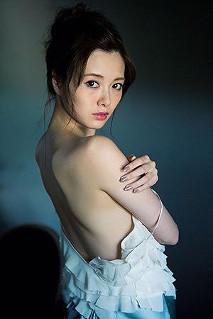 白石麻衣微乳水着おっぱい画像b24