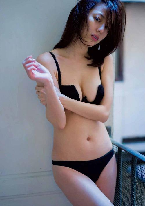 杉本有美セミヌードおっぱい画像a17