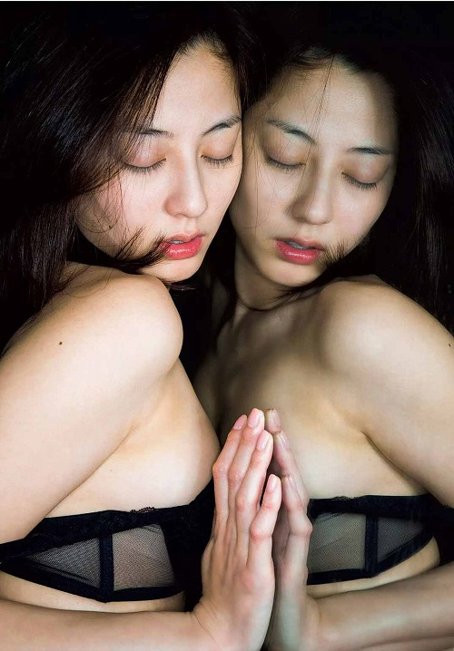 杉本有美セミヌードおっぱい画像a18