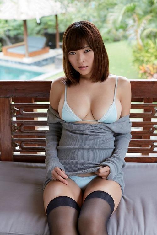 伊藤しほ乃水着画像