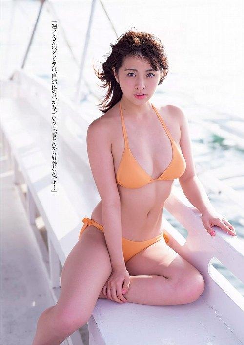 柳ゆり菜巨乳水着おっぱい画像a02