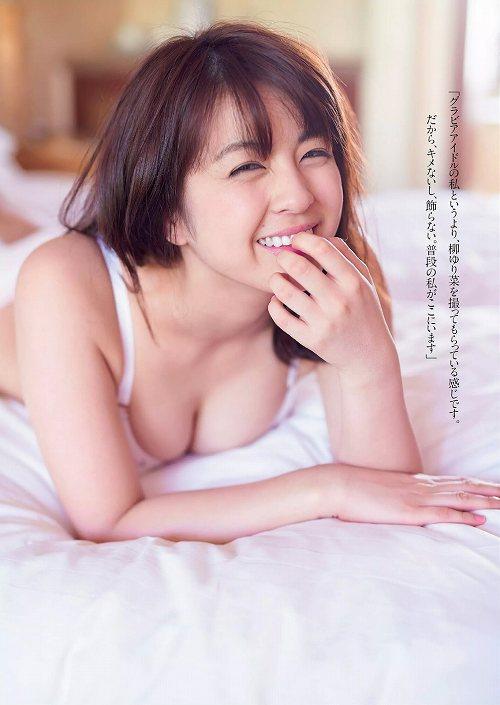 柳ゆり菜巨乳水着おっぱい画像a05
