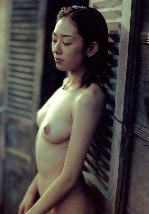 小松千春ヌード画像a01