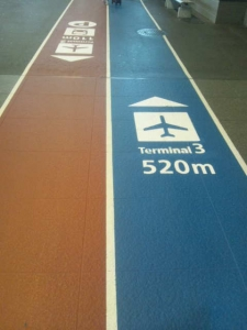 青が第2⇒第3ターミナル、赤は第3⇒第2ターミナルの案内です。