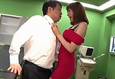 スタイル抜群の痴女医が深夜の手術室でセックス