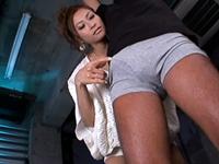 拘束したM男を熟練のフェラテクで責め上げるスケベな痴女!