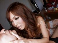 【真咲南朋】どエロい格好な痴女ギャルお姉さんの顔面騎乗手コキでイク!