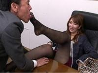 サラ金の熟痴女社長が使えない部下を美脚責めと強制クンニでお仕置き!翔田千里