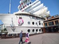 船の形のオリコギの店