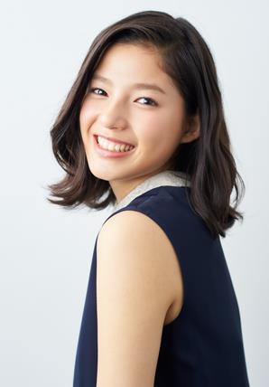 サンゲツのCM「黄色のレストラン」篇に出演している笑顔がステキな女の子!?|石井杏奈