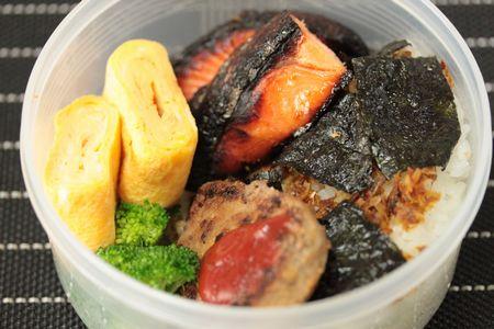 塩麹漬け鮭弁当