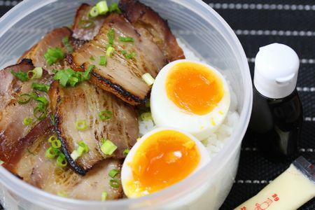 炙りチャーシュー丼弁当1