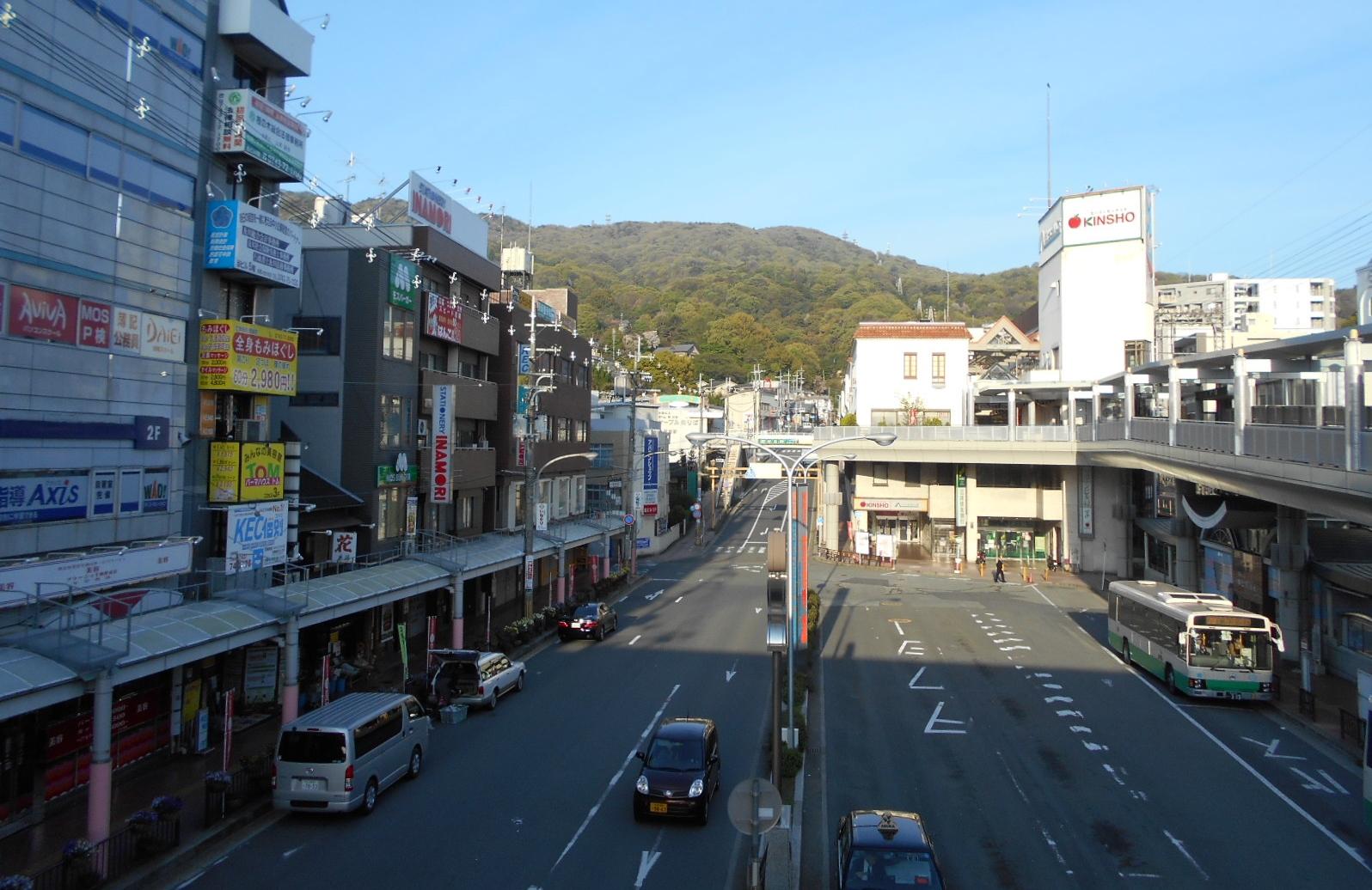朝靄の生駒山