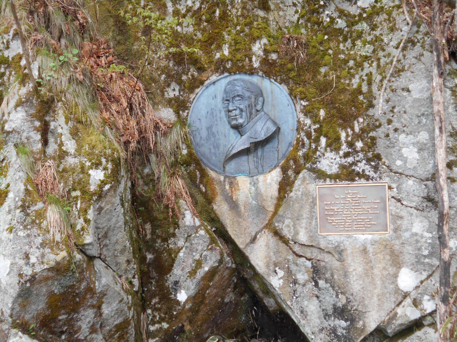 ウエストン碑(像)