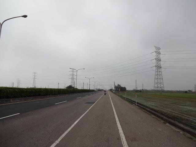 田んぼ沿いの田舎道(国道19号)