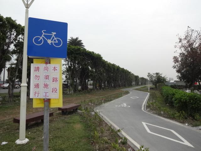 高雄空港脇の廃線自転車道