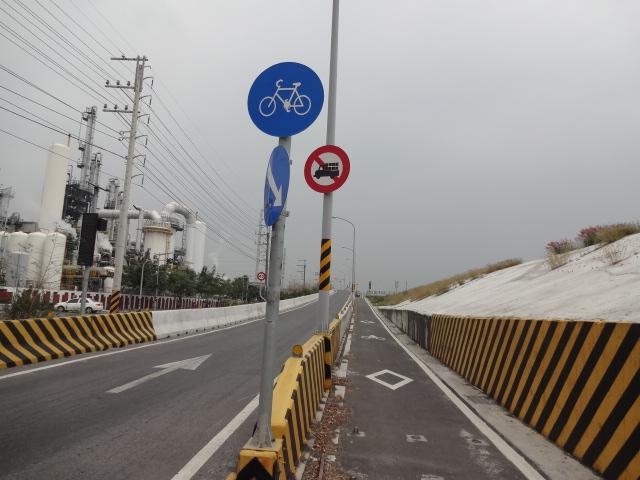 堤防へのアプローチ道路