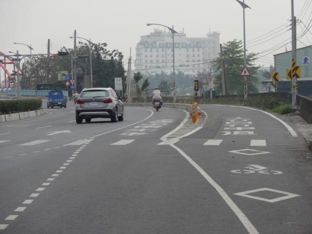 広い自転車バイクレーン