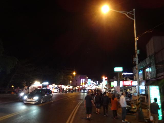 メインストリートの夜市