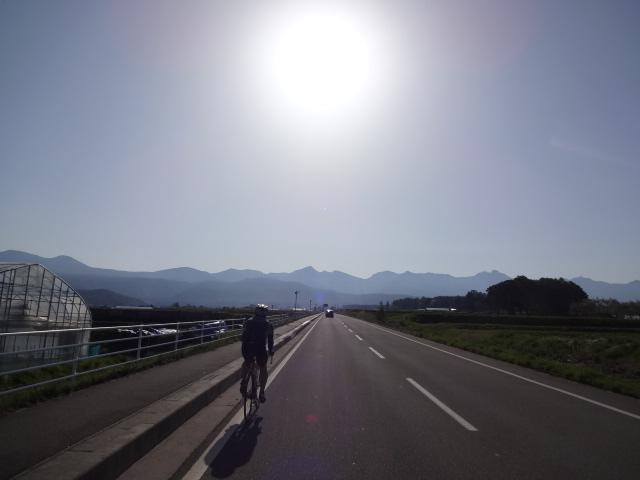 八ヶ岳に向かう坂道