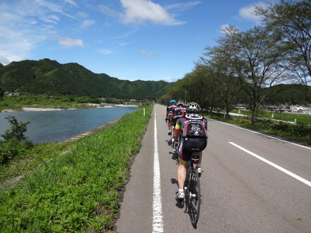 板取川沿いは向かい風