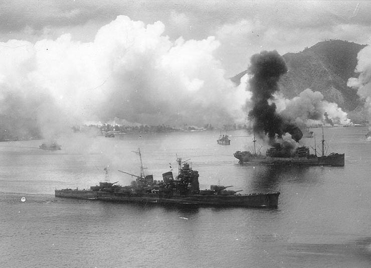 Japanese_cruiser_Haguro_at_Rabaul.jpg