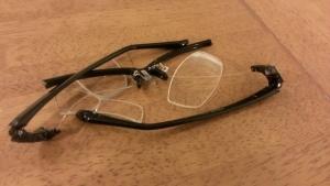 こっぱみじんの眼鏡