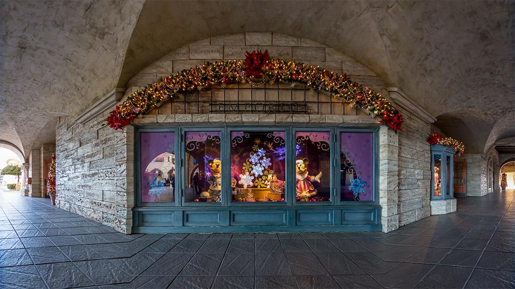クリスマスのショーウィンドウとその周辺(エンポーリオ)