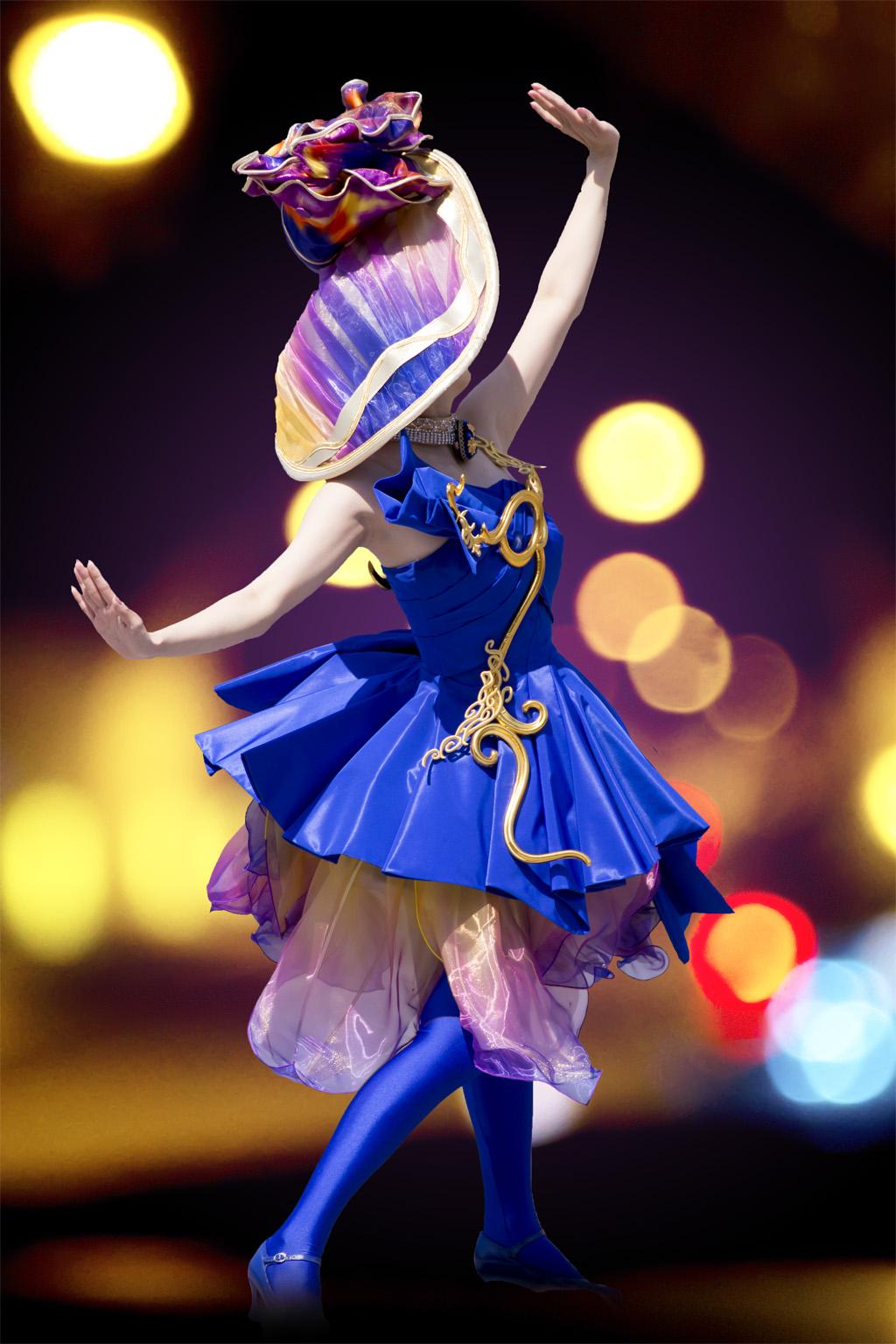 青いダンサーさん(ファッショナブル・イースター)