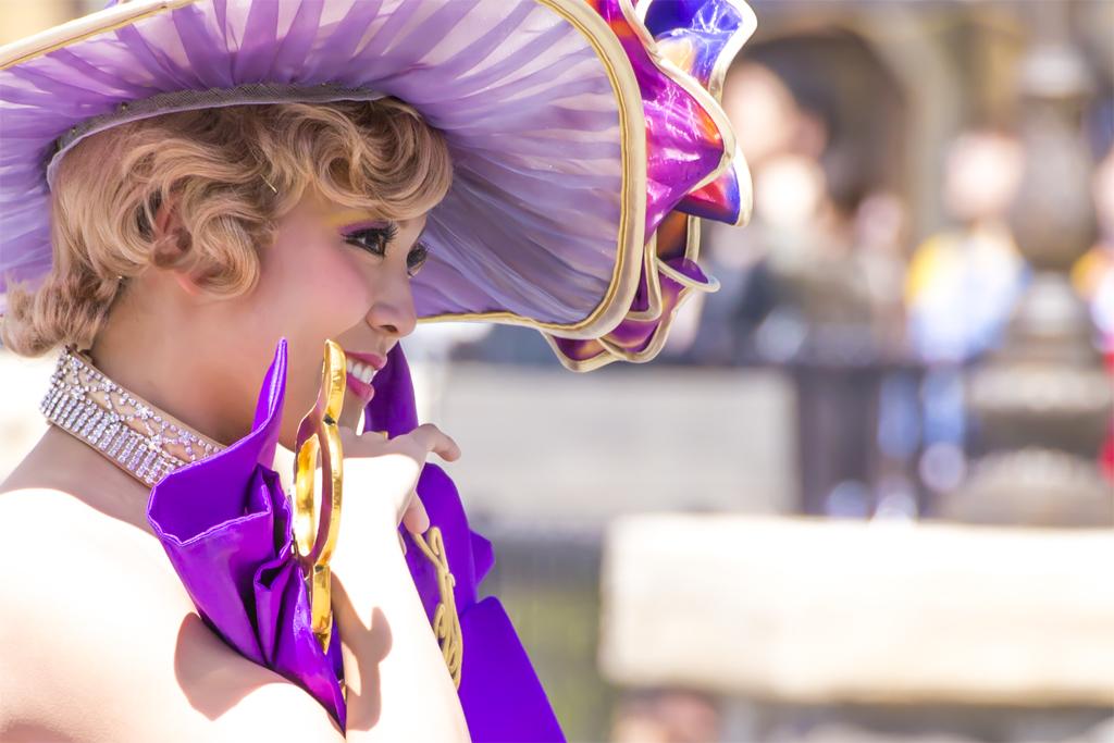 紫のポーズ(ファッショナブル・イースターのダンサーさん)