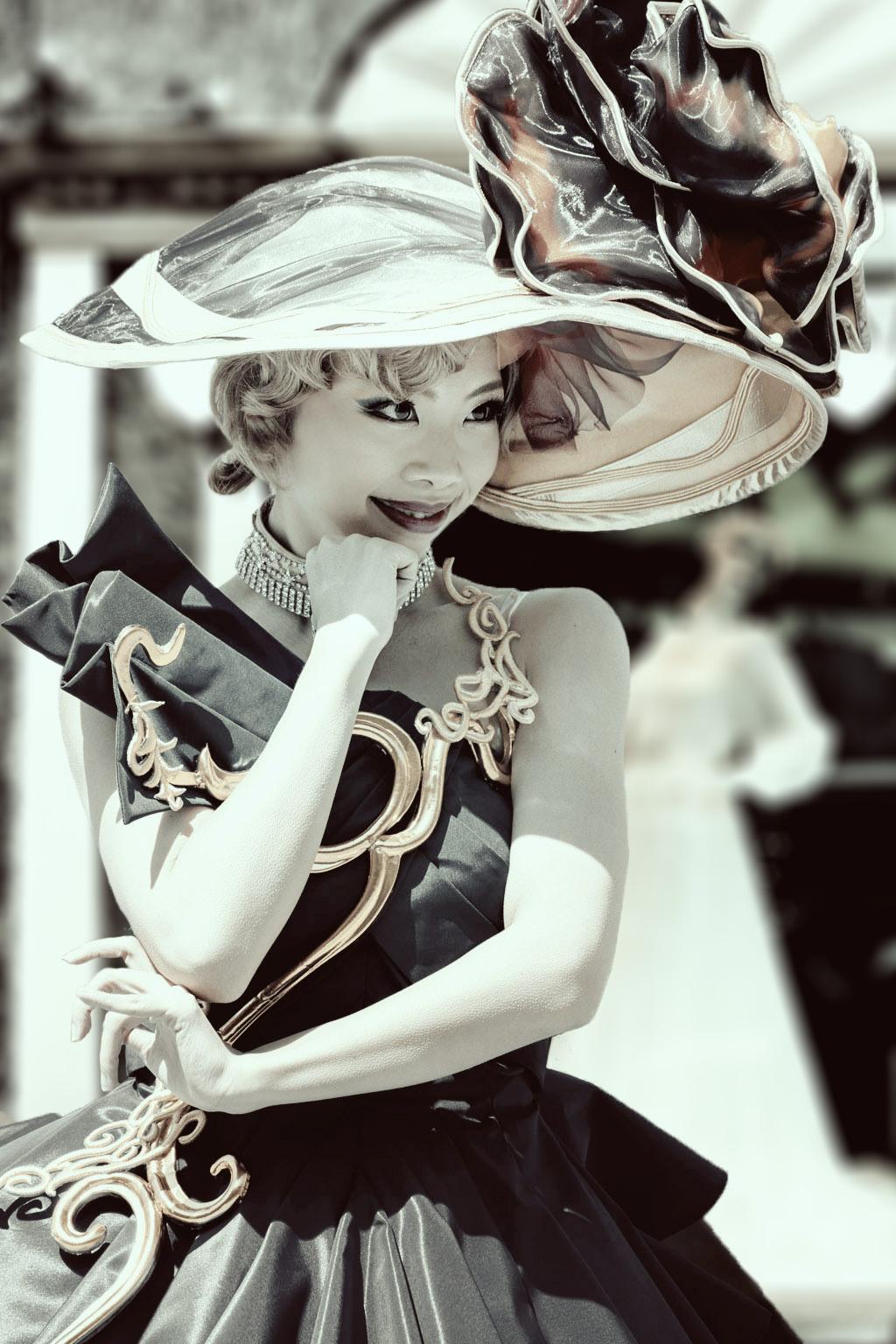 パリの街角にて(ファッショナブル・イースターのダンサーさん)