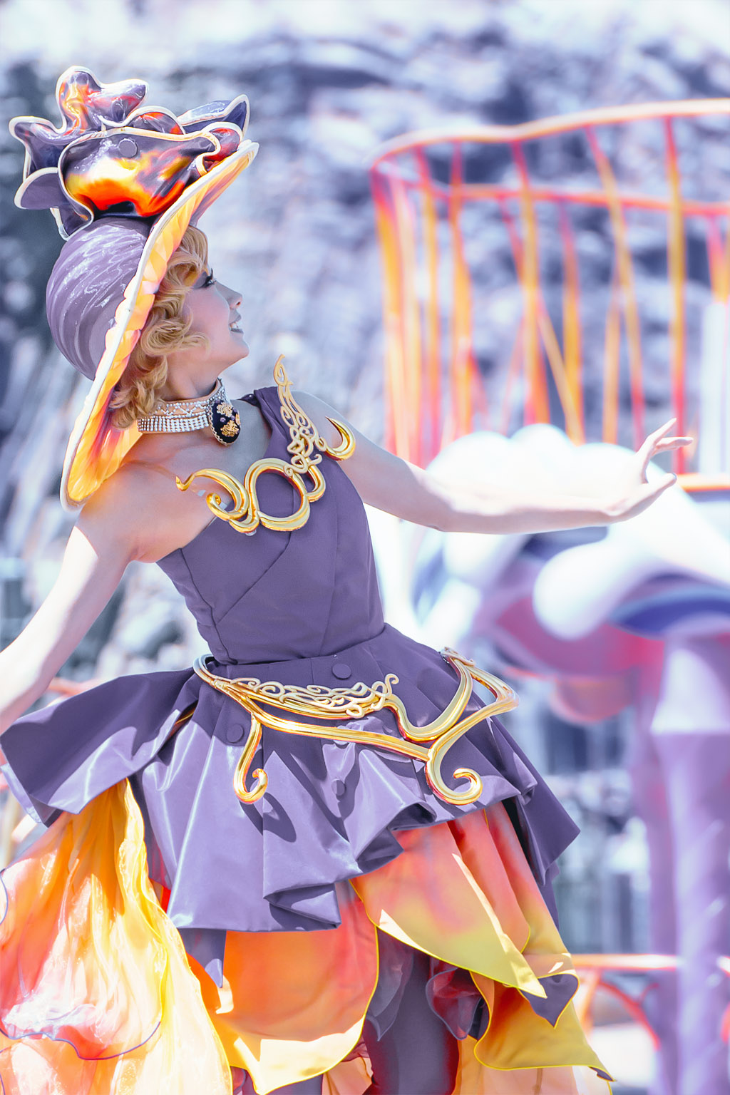 藤と柿(ファッショナブル・イースターのダンサーさん)