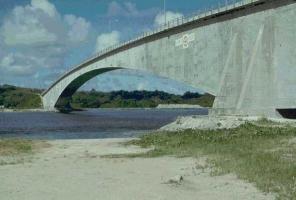 Former_Koror-Babeldaob_Bridge1.jpg