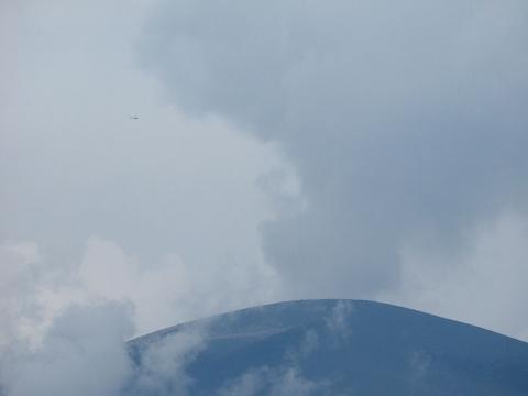 浅間山とヘリ150624