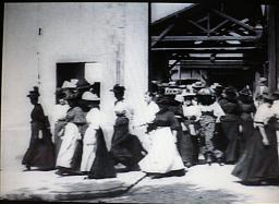 工場の出口1894