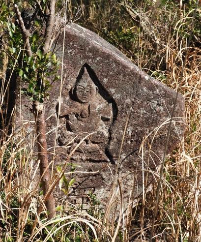 5高畑山石仏