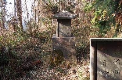 10震岳201301018石祠