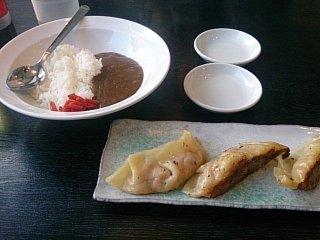 カミナリ カレー&餃子